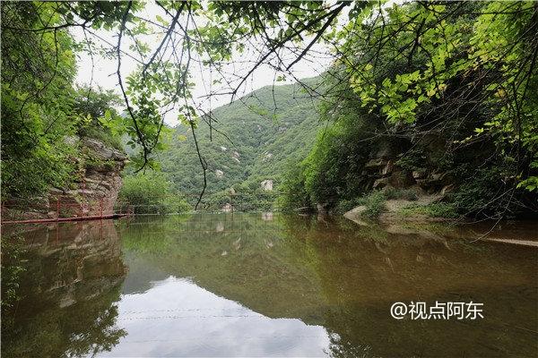 """68岁蓝田老汉建""""流峪飞峡""""景区  众游客为之点赞 - 视点阿东 - 视点阿东"""
