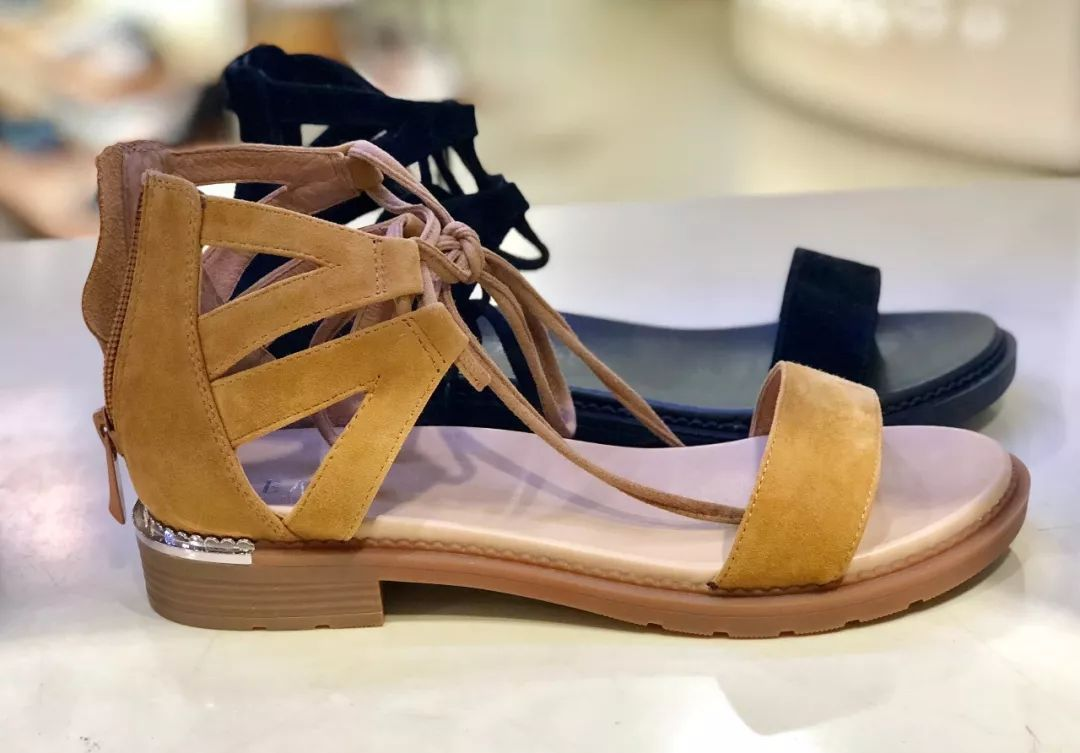 zara 绑带凉鞋