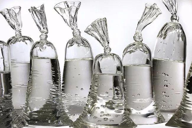 """艺术丨用玻璃打造出的超逼真""""袋装水"""""""