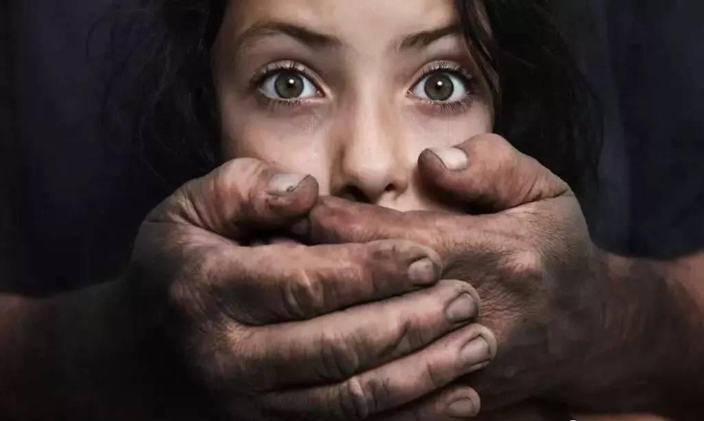 欧美麻醉强奸_去看病被麻醉强奸,穿的少就是骚,女人或者真累.