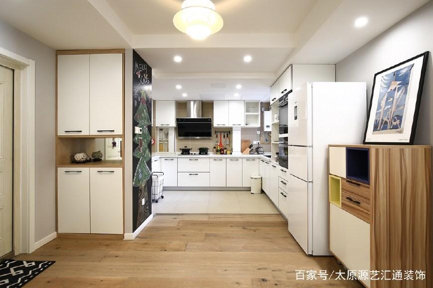 开放式厨房空间和谐统一,主人享受的不仅仅是做饭的乐趣,还有烹饪时和