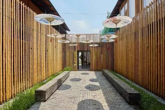 兰,竹,菊四院,结合水系设计了戏台,通过两层游廊的穿插,形成一个空间