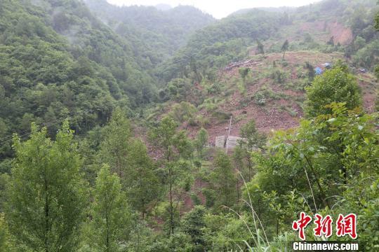 四川万源暴雨后发生大面积山体滑坡 妥善处置无人员伤亡