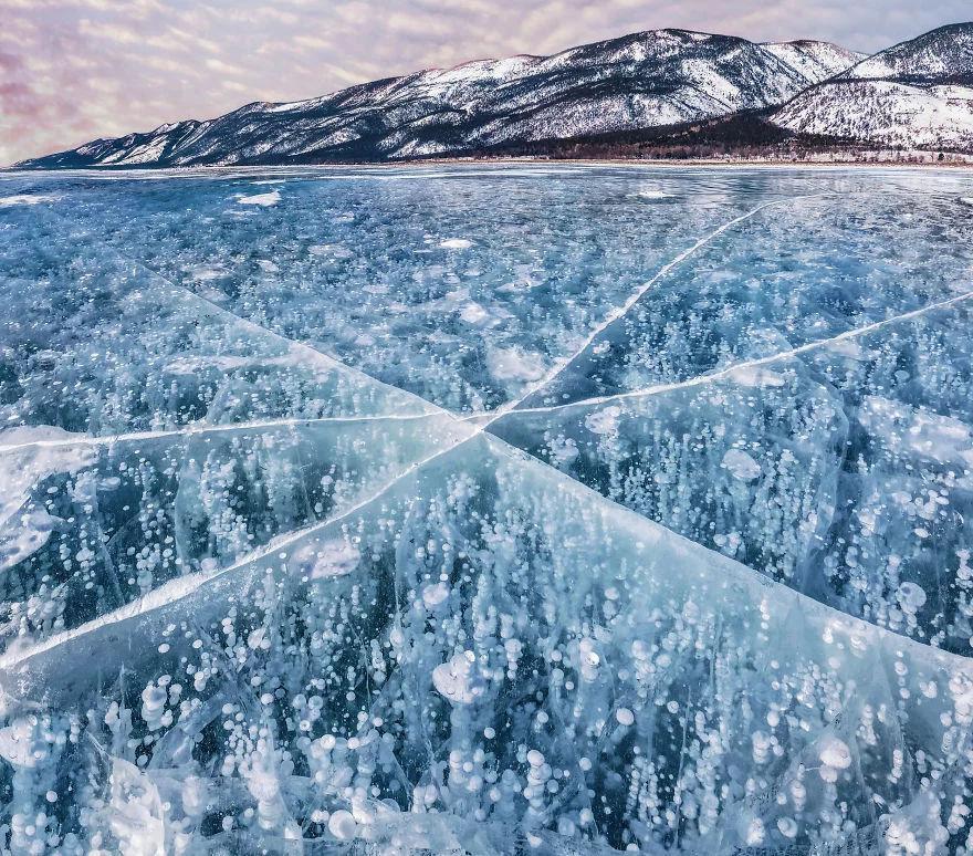 我被冰冻了100年_冰冻的贝加尔湖上,摄影家КристинаМакее