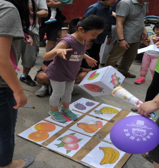 阳光下 鲜花里红芍伴我成长 缤纷悦我童年 芍药居二社区六一儿童节主题活动