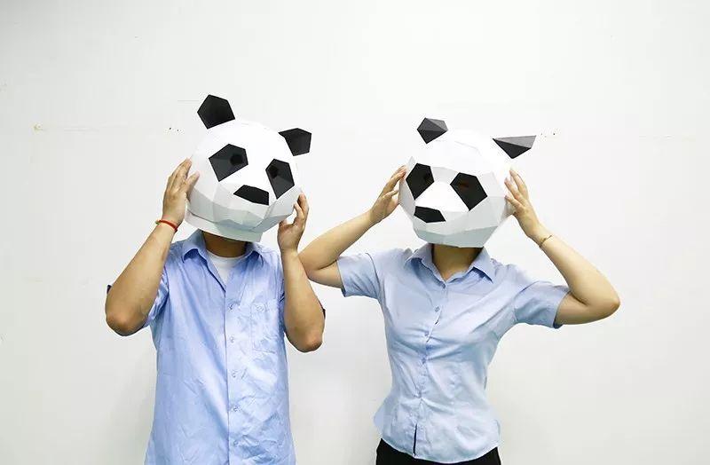 近日發現兩只頭戴熊貓頭套的神秘人物出沒在十一圖片
