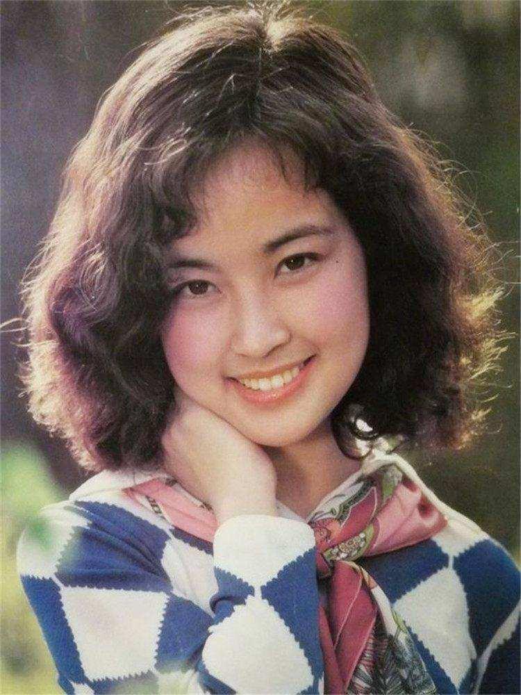 历史 正文  林芳兵是典型的古典美人,她有着江南女子的婉约,尤其她的图片