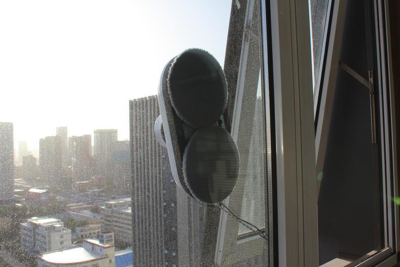 阳台窗户很脏怎么办?高效又安全的清洁阳台玻璃的方法?-苏宛霞博客_擦玻璃机器人哪个牌子好_哪种好_擦玻璃机器人多少钱