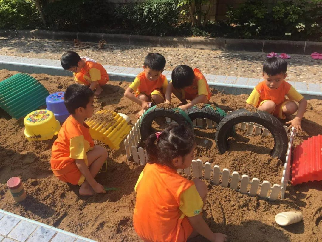 快乐玩沙 创意无限——雅正幼中班级开展沙池自主游戏