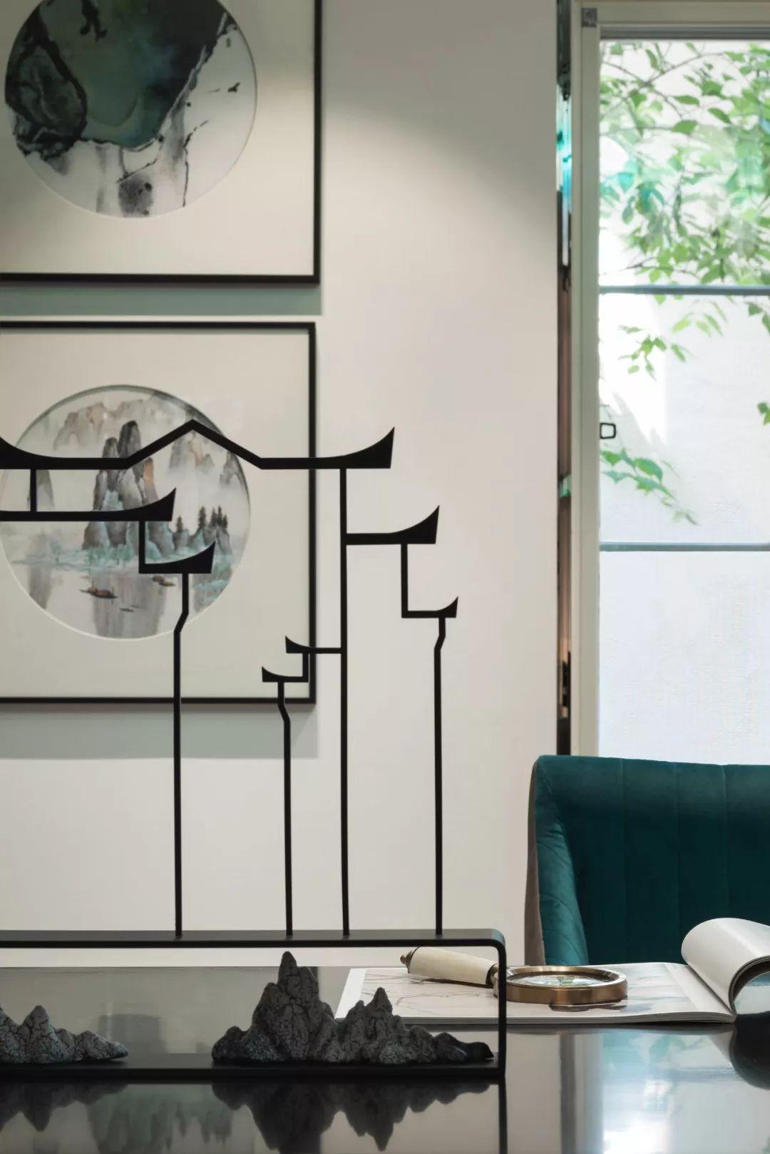 休息区延续主空间的设计风尚,简约时尚中带着静雅的气质.