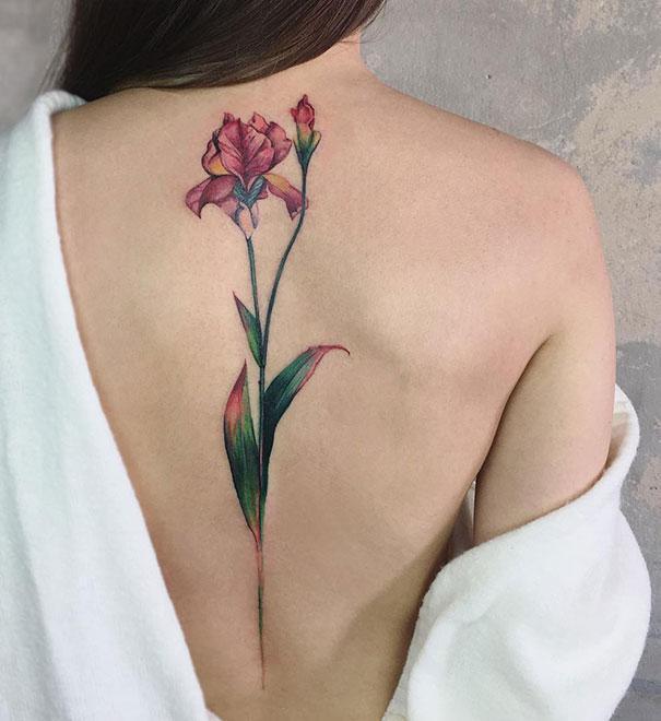 20+最棒的脊椎纹身创意,让美背更具曲线感图片