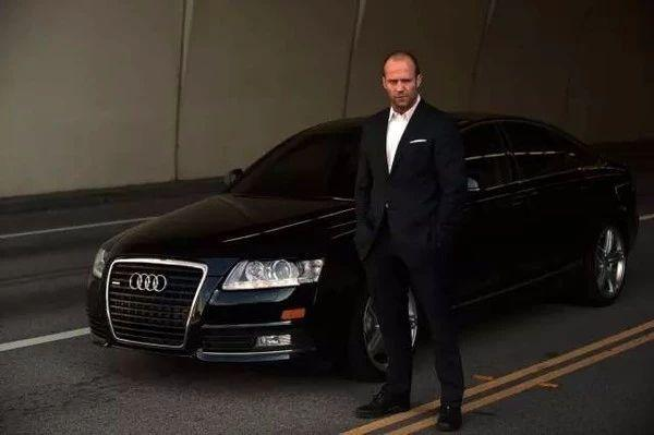 很多人对于奥迪s8这款车,应该都是从杰森斯坦森主演的《非常人贩》图片