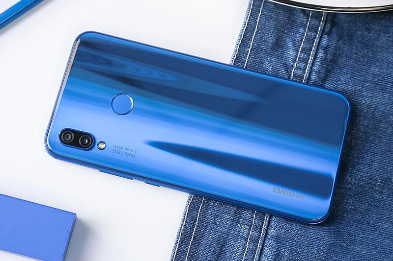 """""""华为nova3e""""拥有着比iphonex更小的刘海,华为也怕消费者看不上刘海屏图片"""