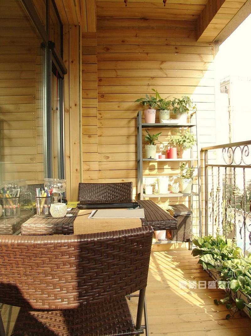 坐在阳台上晒晒太阳,作作画,累了就靠在沙发上休息一会儿,那是多么