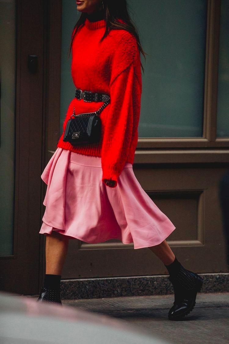 街拍美女夏季紧身短裙