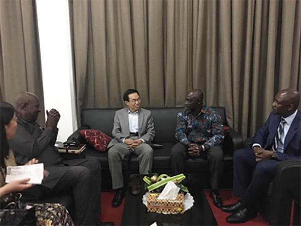 王世廷接替孙保红任中国驻加纳大使