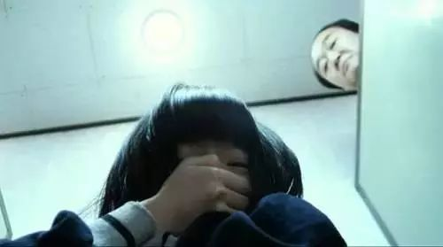 taiguoyounvcaobitu_幼女性侵,校园霸凌的最大敌人不是施暴者,而是冷漠