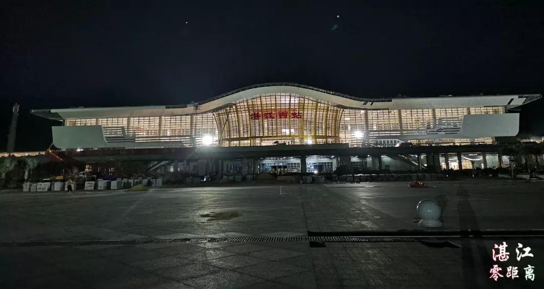 湛江高铁站夜景高清图抢先看!瞬间觉得高大上.图片