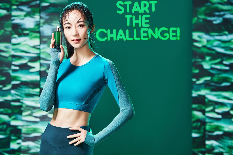 韩雪化身顶级护肤品牌大使 运动风宣传照尽显活力