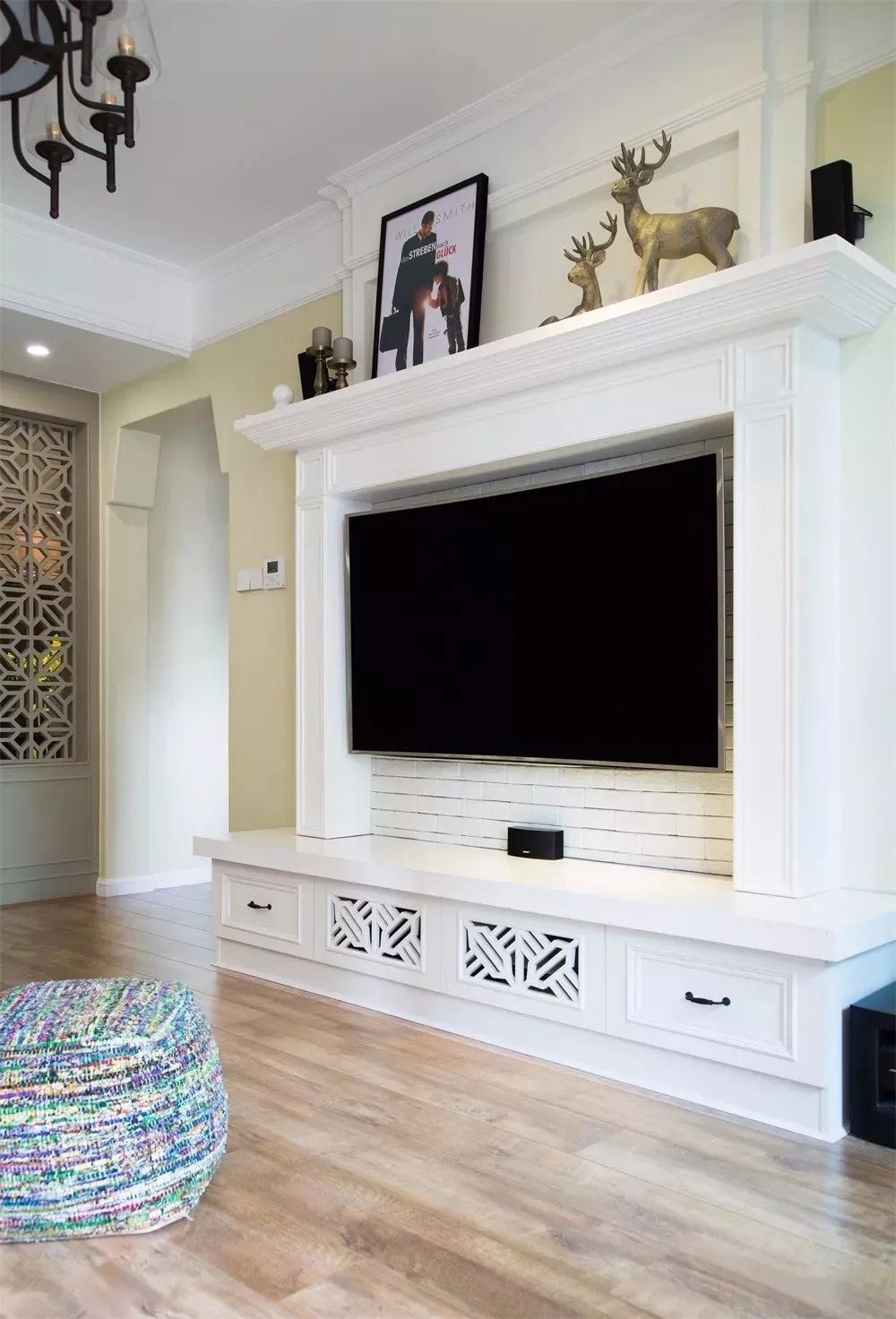 壁炉造型的电视背景墙,浓浓美式风,太有特色了.图片