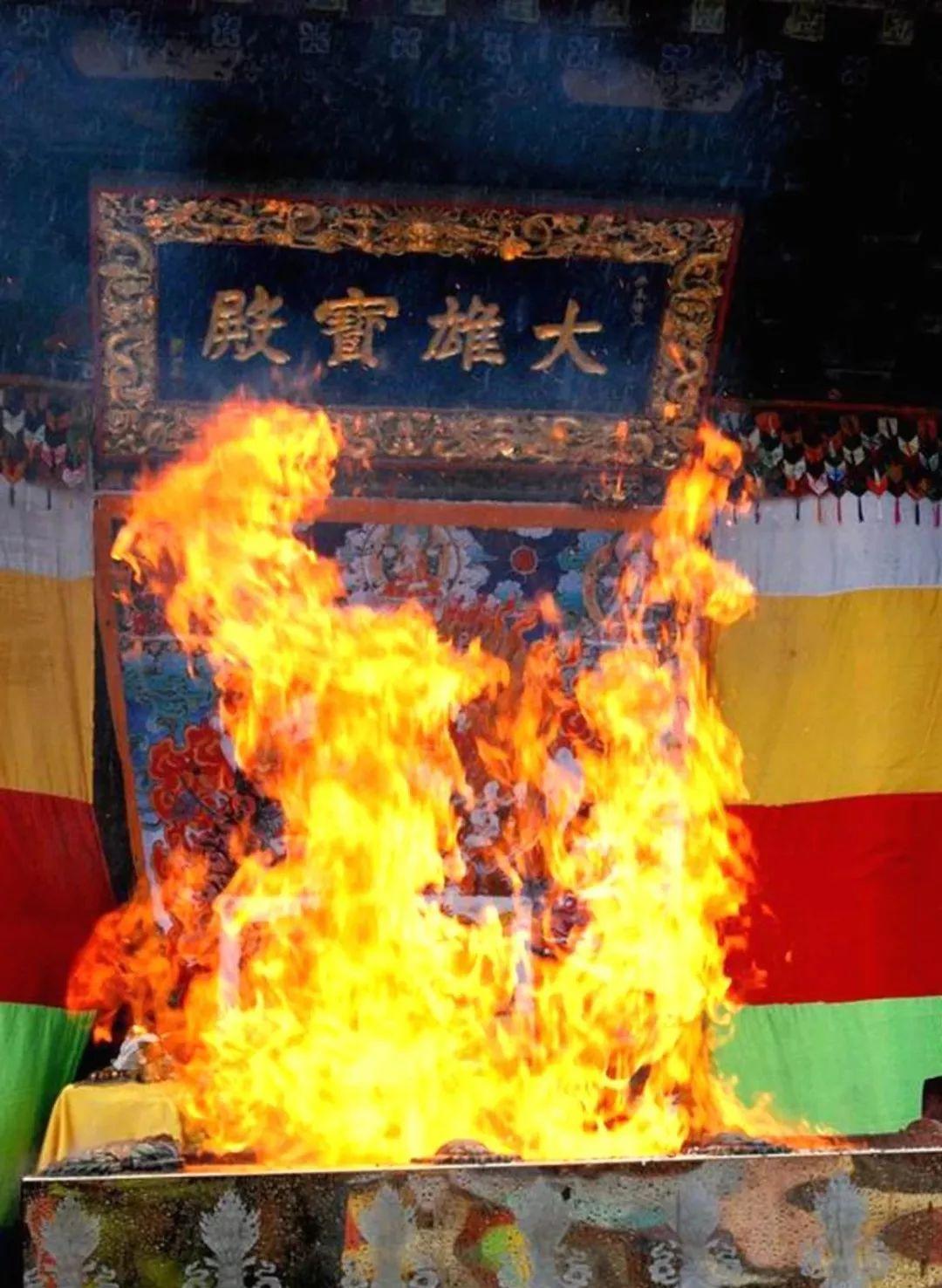 一切有形的供养中,火供是最为殊胜的