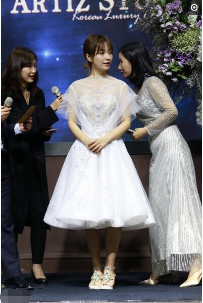 吴昕穿了件超美的裙子,网友:完全暴露了她所有的缺点