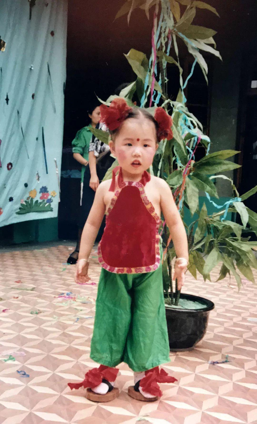 耶!勒个娃儿小时候是嫩个过儿童节的嗦