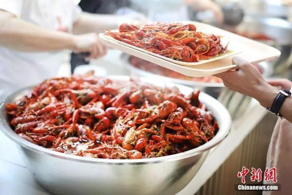 北海道小龙虾泛滥,日本人也开始吃麻小啦
