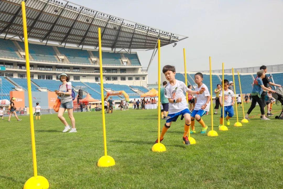 这场儿童专属运动会,,你猜会走出几个足球明星