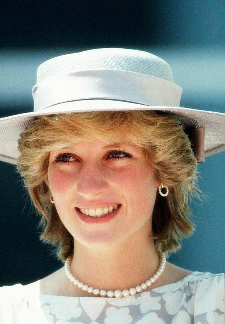 直击英国礼帽旧照:戴安娜王妃优雅,梅根俏丽,卡米拉可爱