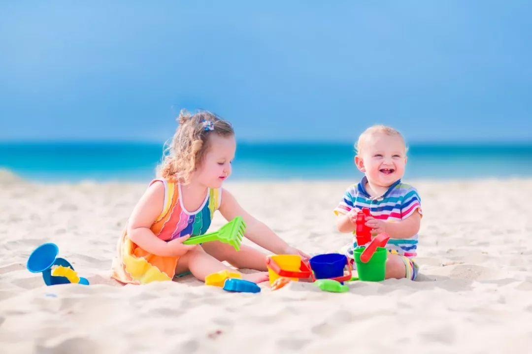 寶寶玩沙玩水好處多,但這點家長一定要注意