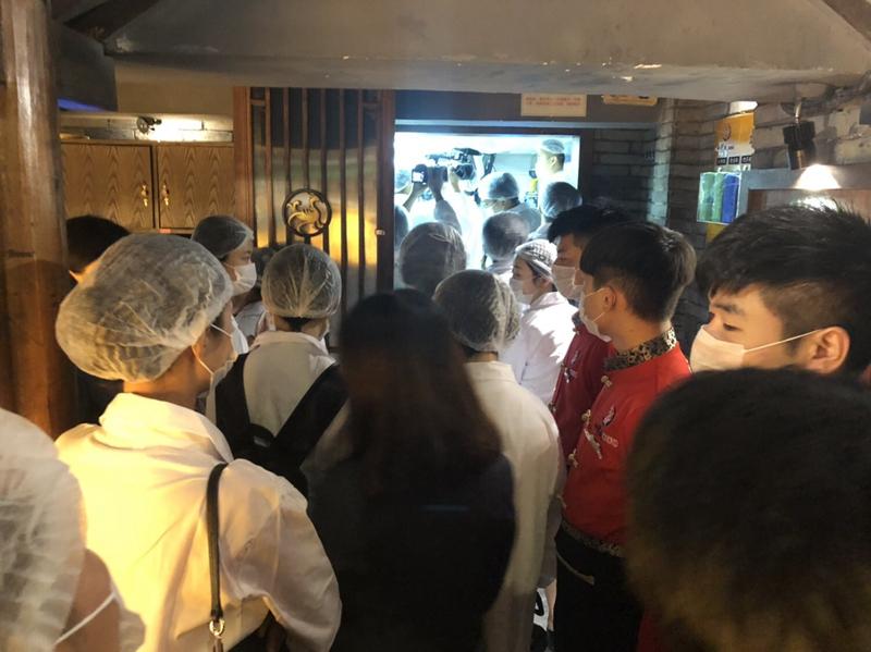 """""""明廚亮灶""""讓消費者放心吃 小龍坎邀請媒體眼見為實"""