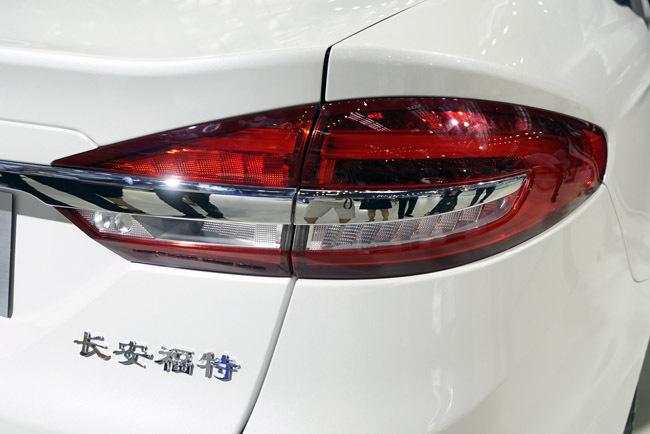 首款插混中级轿车 福特蒙迪欧插电混动版深港澳车展实拍