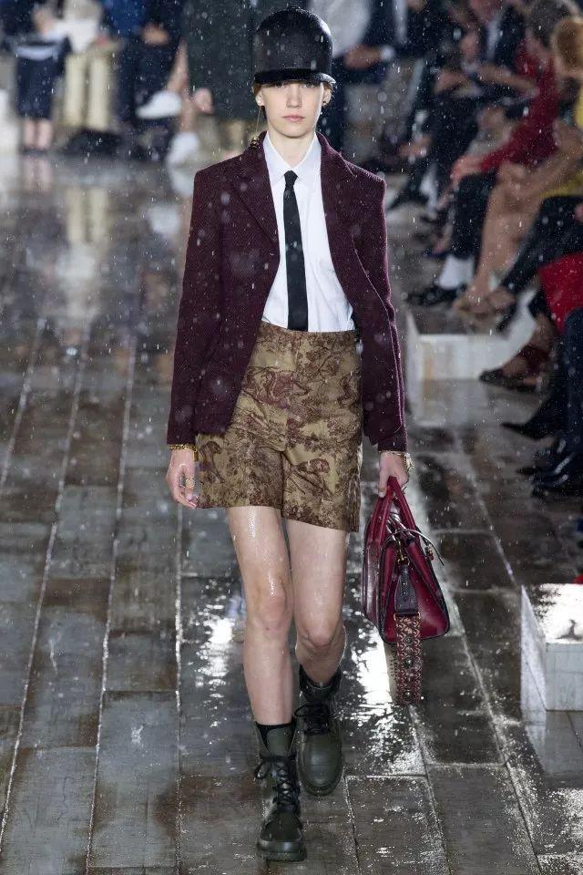 这场冒着大雨也要去看的 Dior 2019 早春大秀,你打几分?|  FAVOTELL 时尚