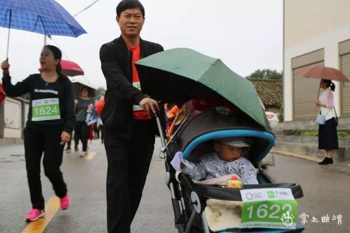 雨中的亲子迷你马拉松,奔跑在荷花畔,简直美爆了