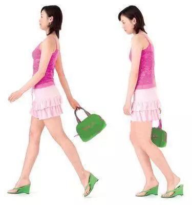 平常走路時要有意識地用腳后跟先著地,這樣就能有效刺激大腿內側肌肉圖片
