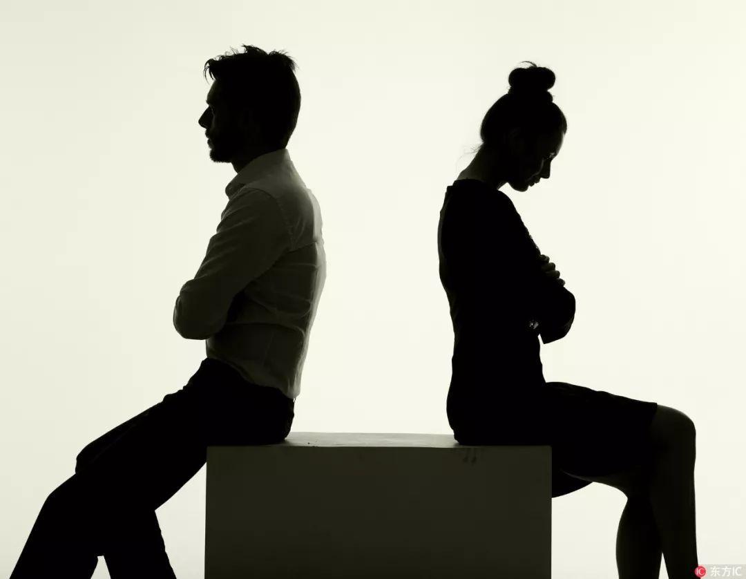 """夫妻""""假离婚""""躲债,房子车子都归女方!一年后复婚时,妻子却反悔了…"""