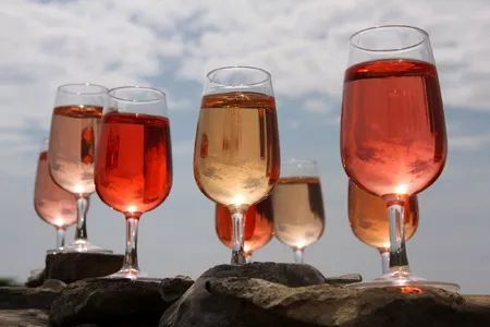 酒色色网撸撸_这6个桃红葡萄酒的问题你不见得都