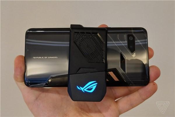 华硕ROG Phone游戏手机发布