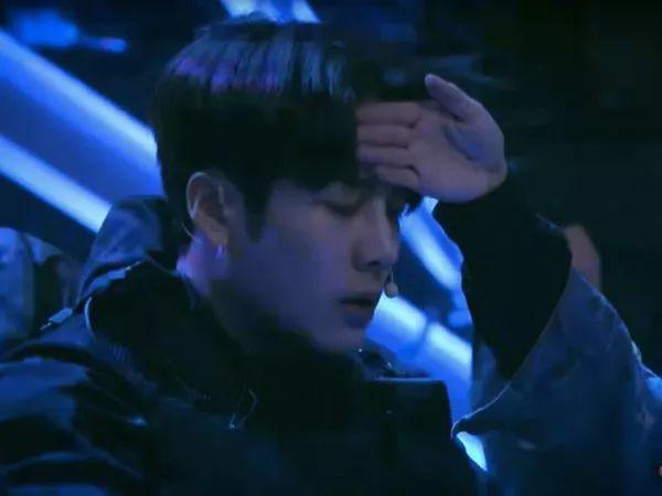 被黑粉狂骂4年!在韩务工的男idol泪崩:心很累
