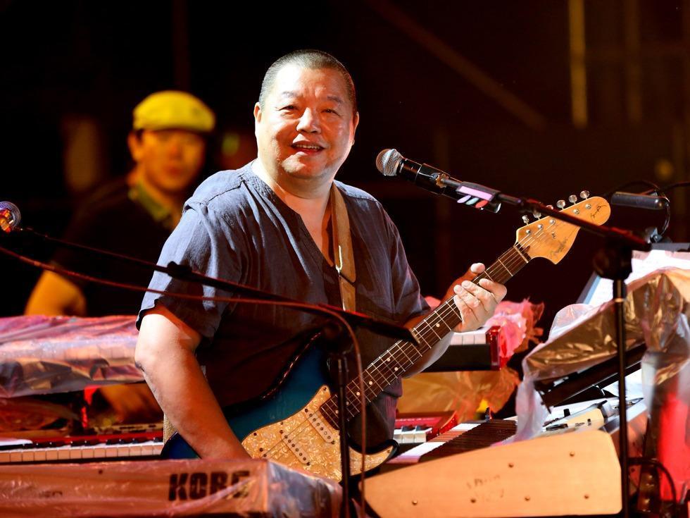 有次他拿着刚写完的一首歌找到著名作词人姚若龙,但沟通中他俩出现了图片