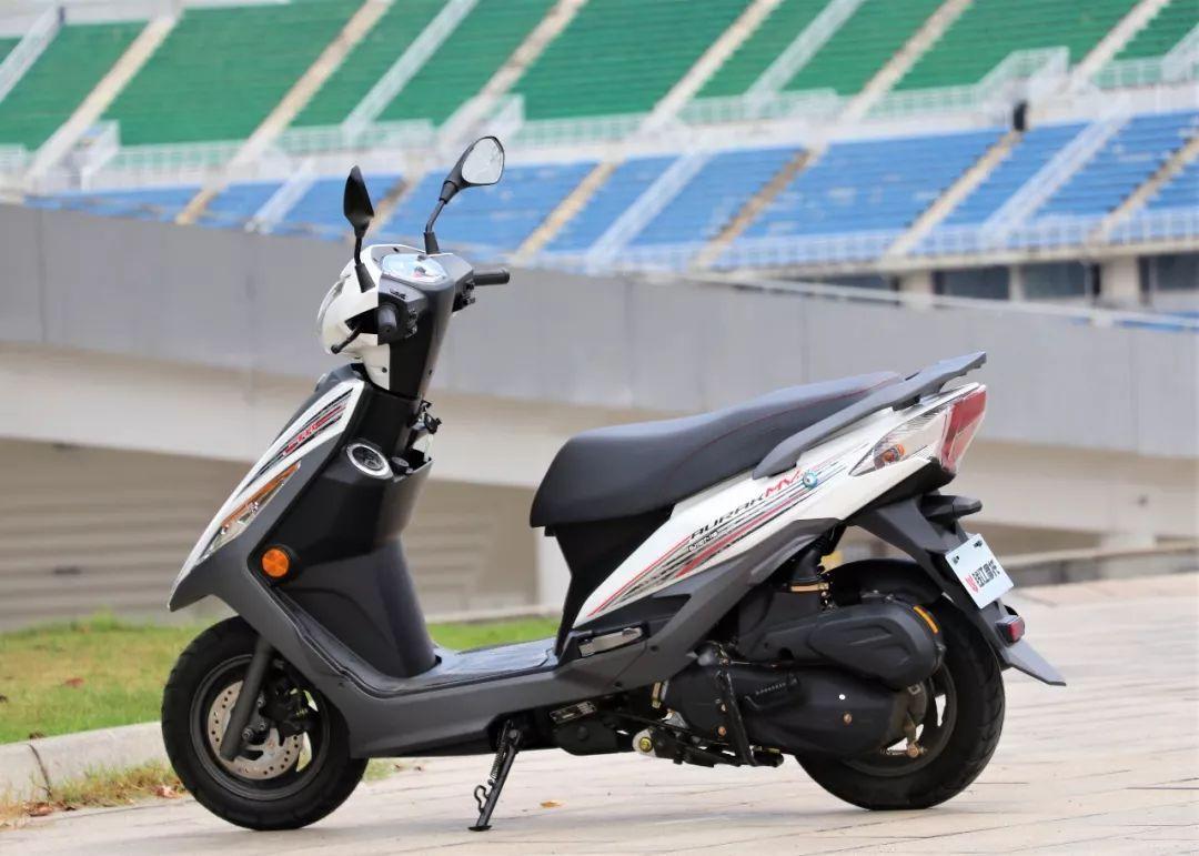钱江QJ110一10c弯梁摩托车赠送哪些配件。