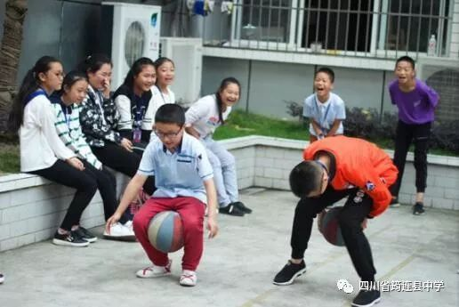 【教育教学】毕业在初中中的中学--筠连县乐园吗女兵能童趣当行走图片