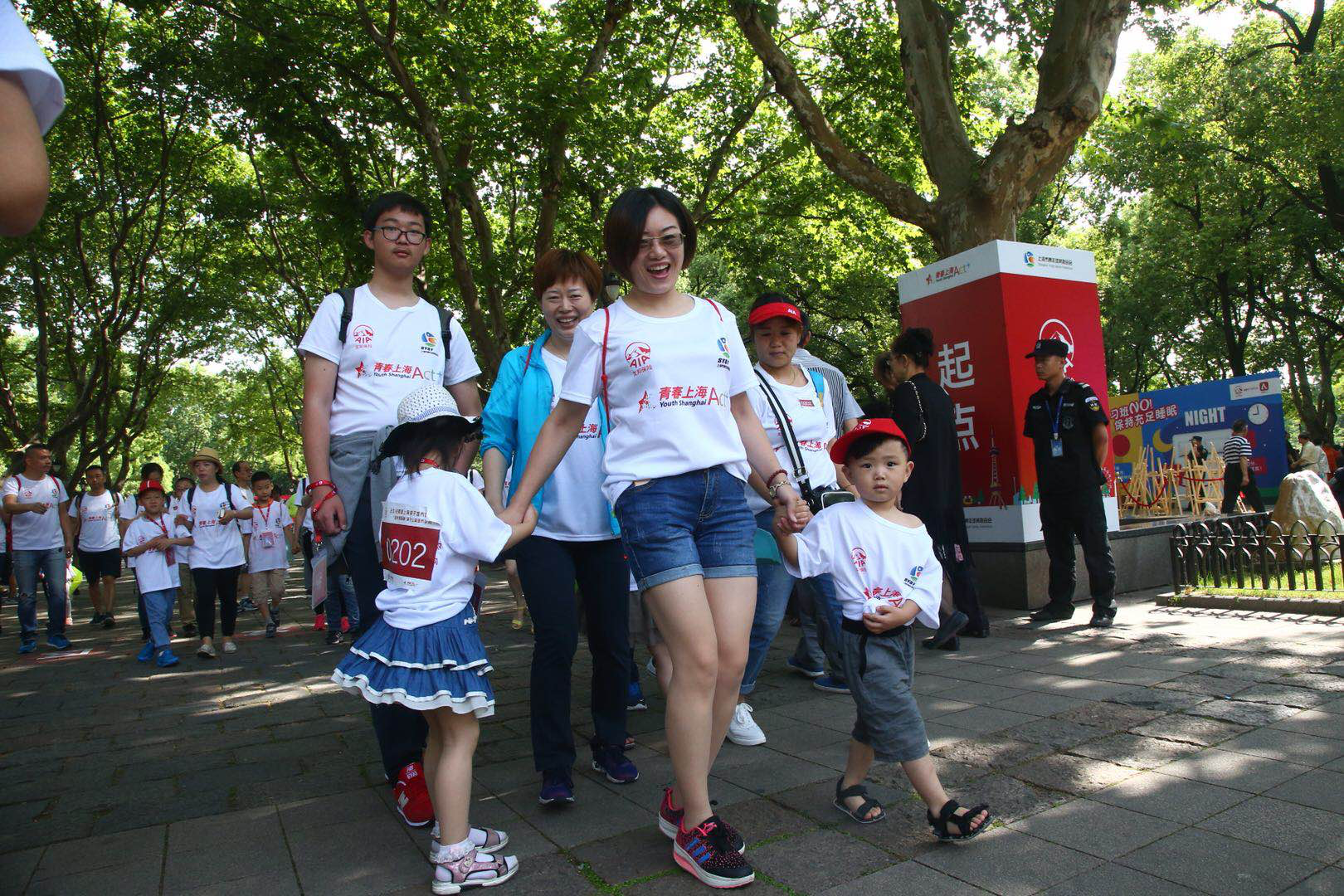 一场红色传承·爱心传递,亲子城市定向运动会