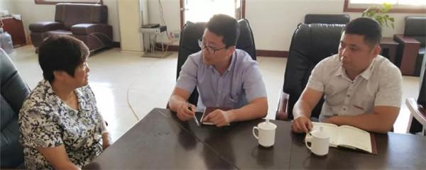蒙阴市科技局第一书记工作组牵起村企帮包红线