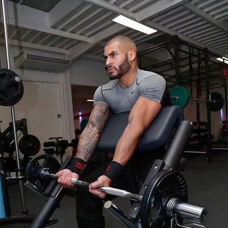 新手健身,别沉迷于大重量刺激,小重量可以让