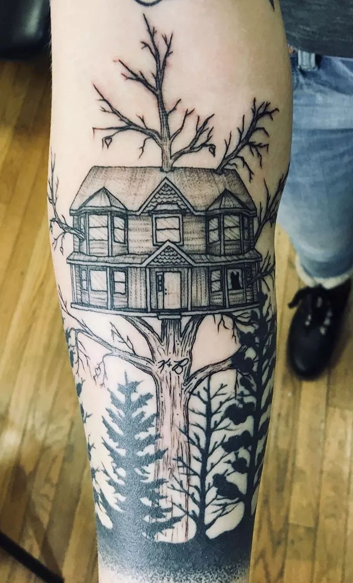 """因为,那些看似简单的图案背后 树上的房子是我曾经的家, 树干上的""""k"""