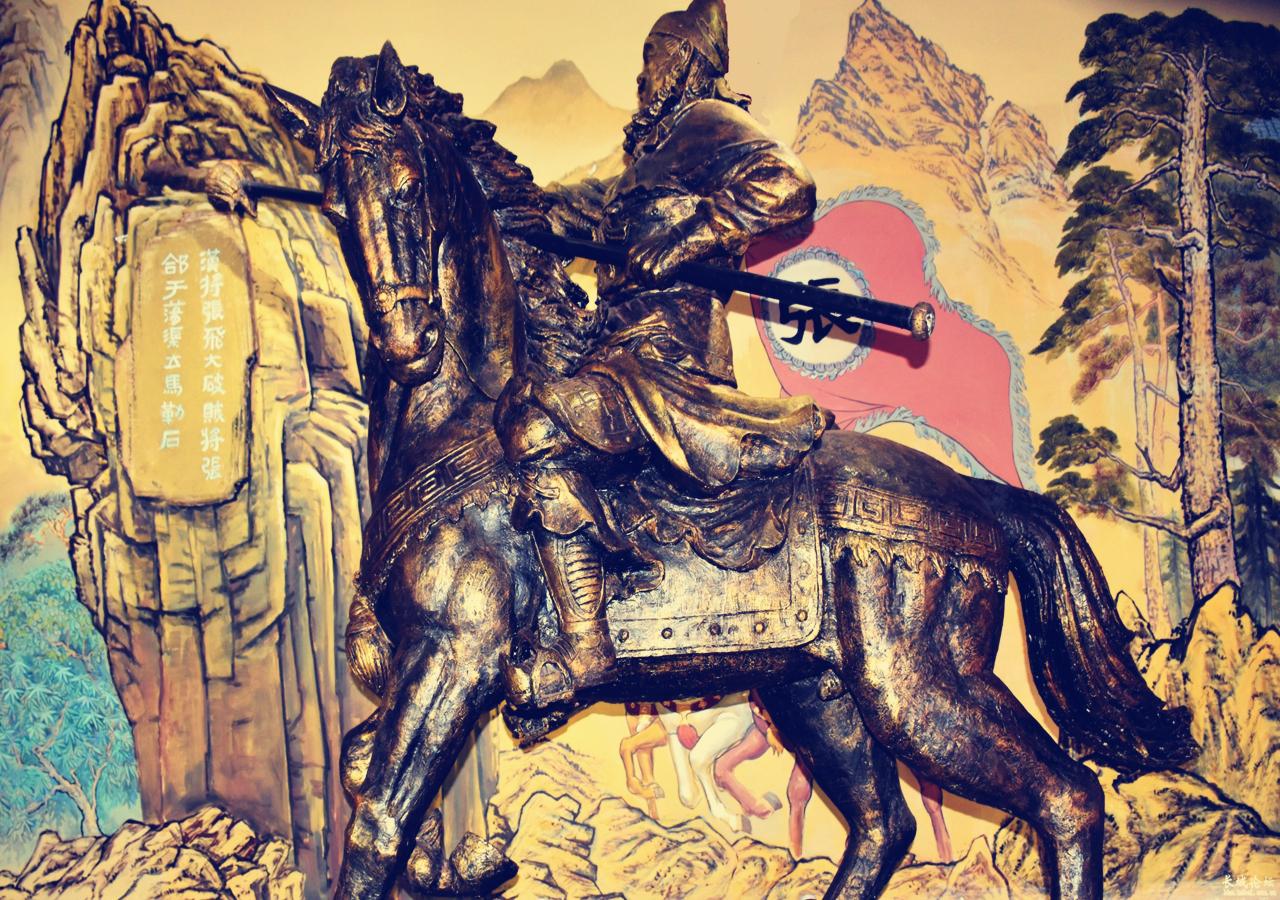三国演义里,张飞的武力低于吕布,为何敢屡次撩之图片