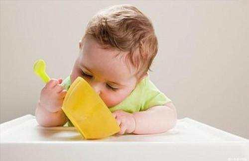 宝宝吃饭用啥餐具最健康?这种材质一字之差,