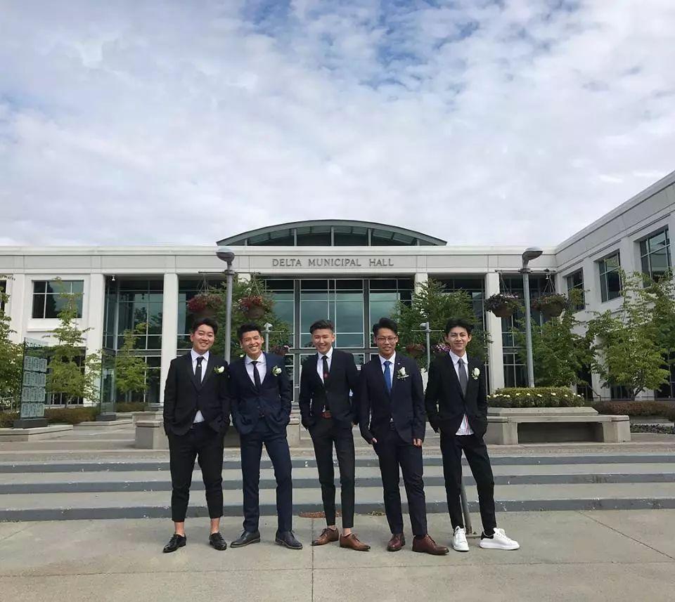 乌达木在温哥华高中走红毕业毯,帅气十足选考浙江省高中图片